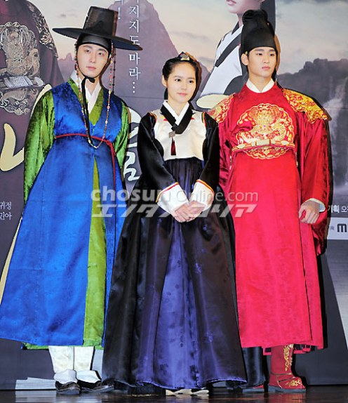 2012 1 2 Jung II-woo in The Moon that Embraces the Sun Press Conference 00033