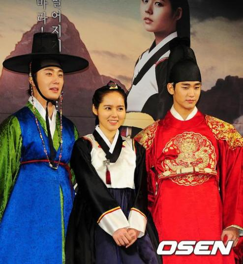 2012 1 2 Jung II-woo in The Moon that Embraces the Sun Press Conference 00036