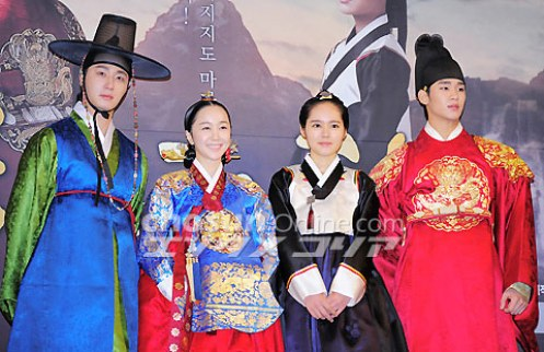 2012 1 2 Jung II-woo in The Moon that Embraces the Sun Press Conference 00042