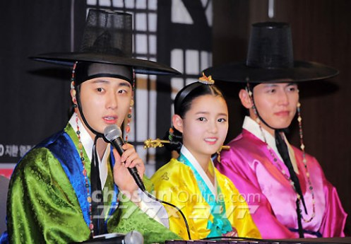2012 1 2 Jung II-woo in The Moon that Embraces the Sun Press Conference 00048