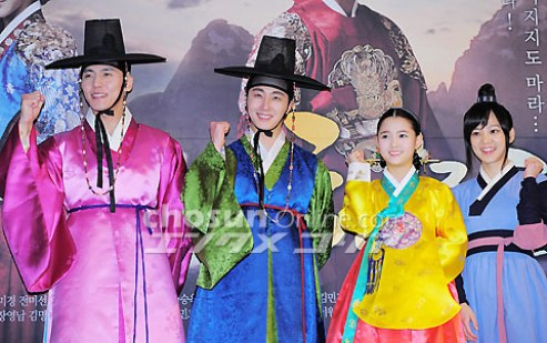 2012 1 2 Jung II-woo in The Moon that Embraces the Sun Press Conference 00049
