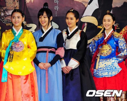 2012 1 2 Jung II-woo in The Moon that Embraces the Sun Press Conference 00050