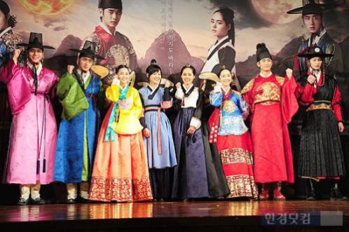 2012 1 2 Jung II-woo in The Moon that Embraces the Sun Press Conference 00052
