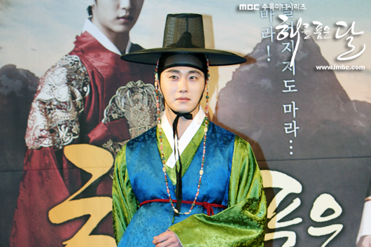 2012 1 2 Jung II-woo in The Moon that Embraces the Sun Press Conference Extras00002.jpg