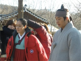 2012 1 18 Jung II-woo Moon Episode 8 BTS Xtras 00003