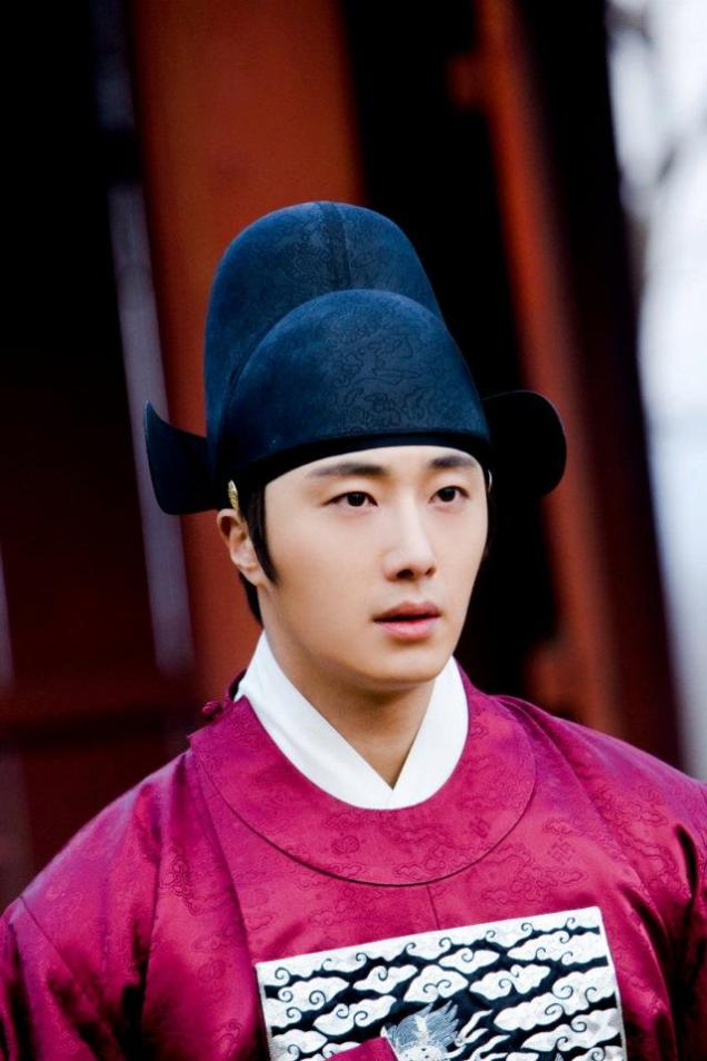 2012 2 Jung II-woo in The Moon that Embraces the Sun Episode 13 BTS 00009