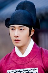 2012 2 Jung II-woo in The Moon that Embraces the Sun Episode 13 BTS 00010