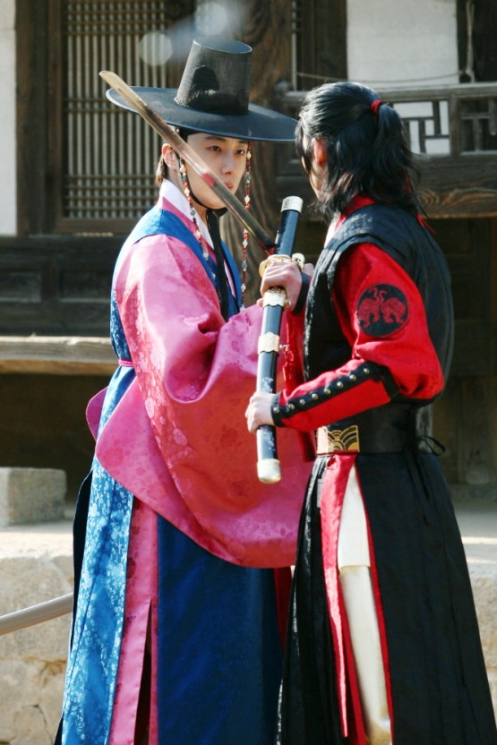 2012 2 Jung II-woo in The Moon that Embraces the Sun Episode 14 00026 .jpg