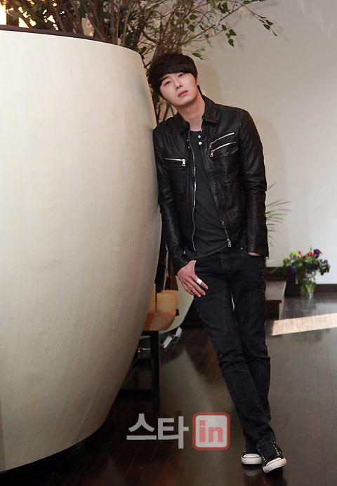 2012 3 19 Jung II-woo EDaily Interview 00007