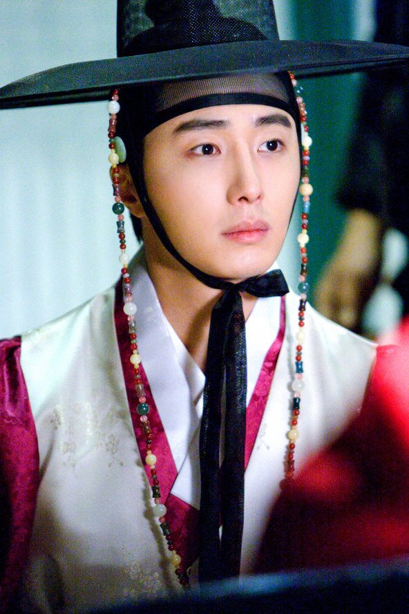 2012 Jung II-woo in The Moon Embracing the Sun Episode 6 Extras 00002