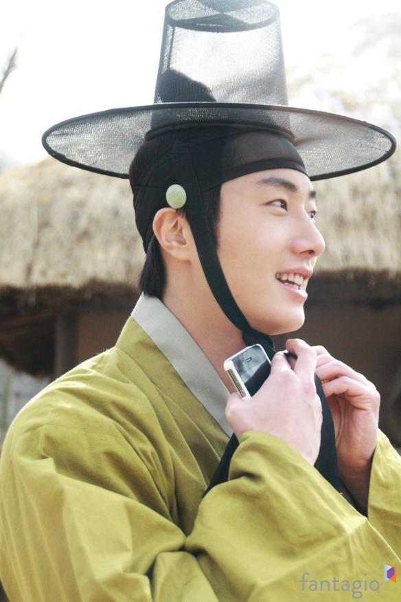 2012 Jung II-woo in The Moon Embracing the Sun Episode 7 Extras BTS 00005