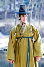 2012 Jung II-woo in The Moon Embracing the Sun Episode 7 Extras BTS 00006