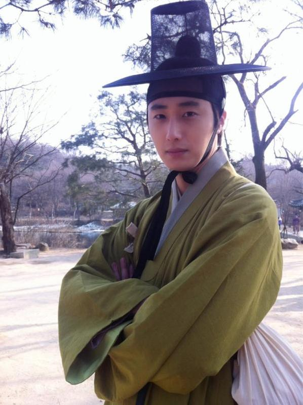 2012 Jung II-woo in The Moon Embracing the Sun Episode 7 Extras BTS 00013