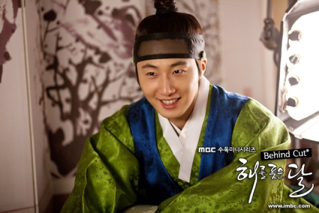 2012 Jung II-woo in the Moon that Embraces the Sun Episode BTS 6 Xtra 00001