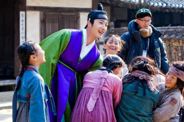 Jung II-woo in The Moon that Embraces the Sun BTS Episode 15 00001