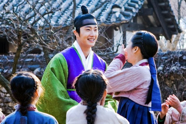 Jung II-woo in The Moon that Embraces the Sun BTS Episode 15 00003