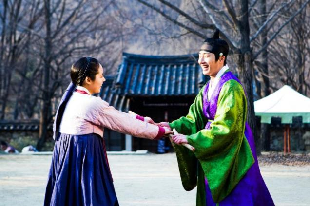 Jung II-woo in The Moon that Embraces the Sun BTS Episode 15 00008