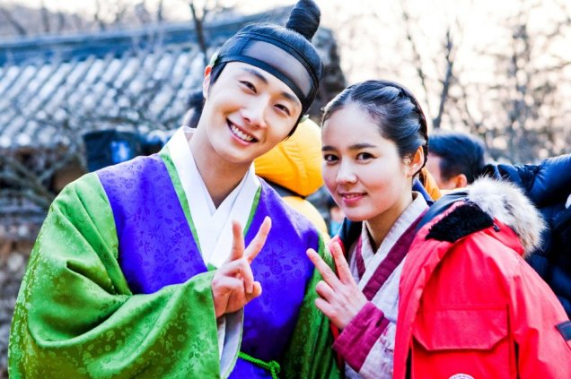Jung II-woo in The Moon that Embraces the Sun BTS Episode 15 00012