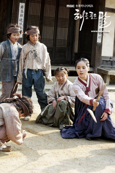 Jung II-woo in The Moon that Embraces the Sun BTS Episode 15 00030