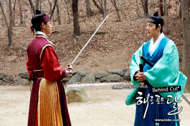 Jung II-woo in The Moon that Embraces the Sun BTS Episode 17 00004