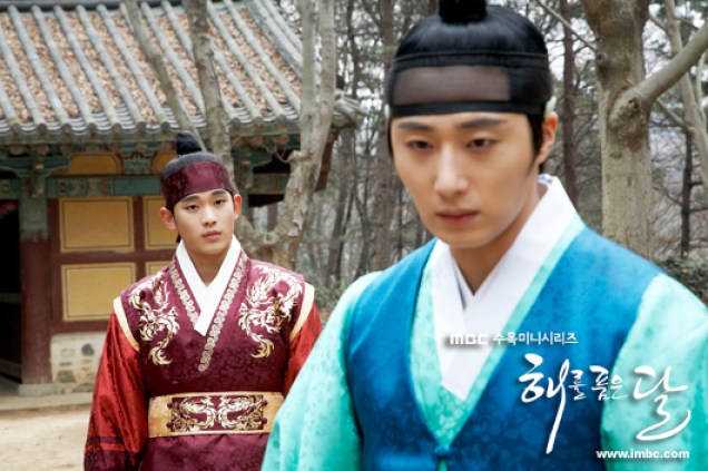 Jung II-woo in The Moon that Embraces the Sun BTS Episode 17 00005