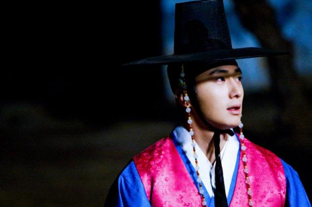Jung II-woo in The Moon that Embraces the Sun BTS Episode 17 00011