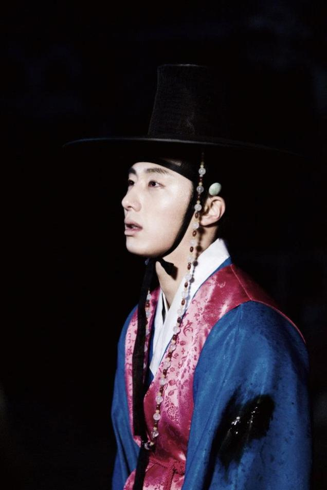 Jung II-woo in The Moon that Embraces the Sun BTS Episode 17 00019