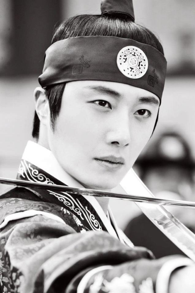 Jung II-woo in The Moon that Embraces the Sun Episode 20 BTS B & W 00001