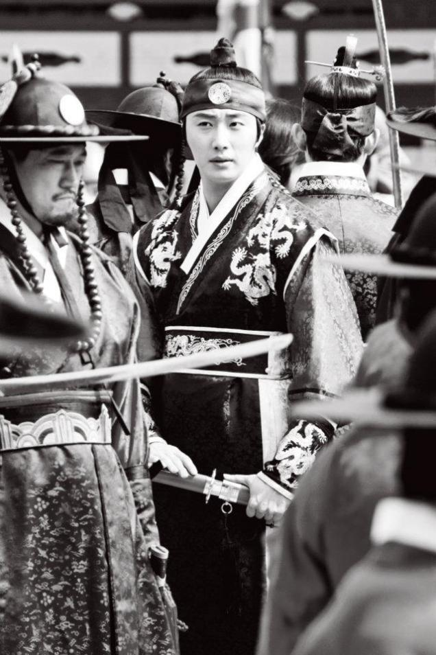 Jung II-woo in The Moon that Embraces the Sun Episode 20 BTS B & W 00008