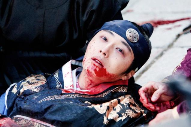 Jung II-woo in The Moon that Embraces the Sun Episode 20 BTS Bloody 00002