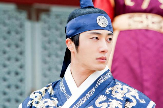 Jung II-woo in The Moon that Embraces the Sun Episode 20 BTS Close Up 00001