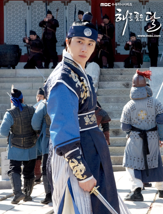 Jung II-woo in The Moon that Embraces the Sun Episode 20 BTS Medium 00009
