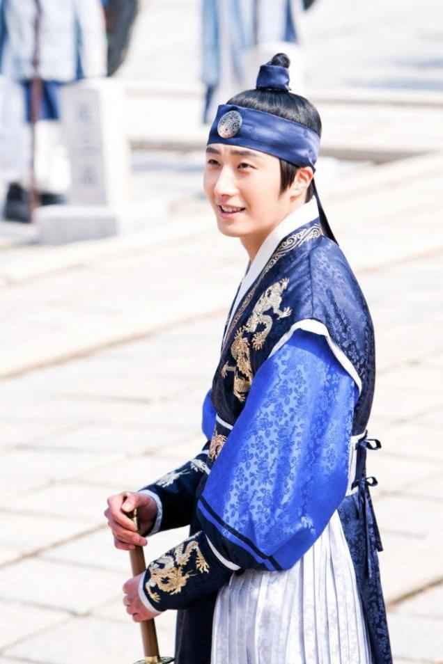 Jung II-woo in The Moon that Embraces the Sun Episode 20 BTS Sword Play 00001