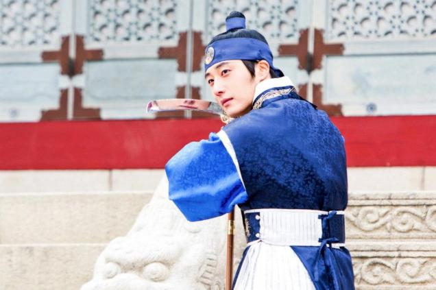Jung II-woo in The Moon that Embraces the Sun Episode 20 BTS Sword Play 00005