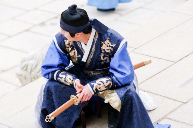 Jung II-woo in The Moon that Embraces the Sun Episode 20 BTS Sword Play 00007