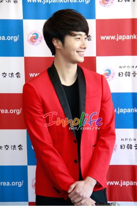 2012 4 10 Jung II-woo at Press Conference Japan00004