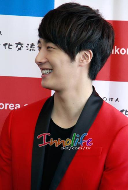 2012 4 10 Jung II-woo at Press Conference Japan00008