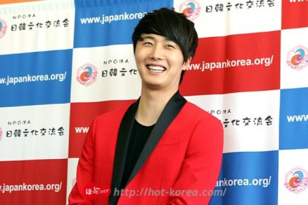 2012 4 10 Jung II-woo at Press Conference Japan00014