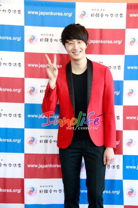 2012 4 10 Jung II-woo at Press Conference Japan00030.jpg