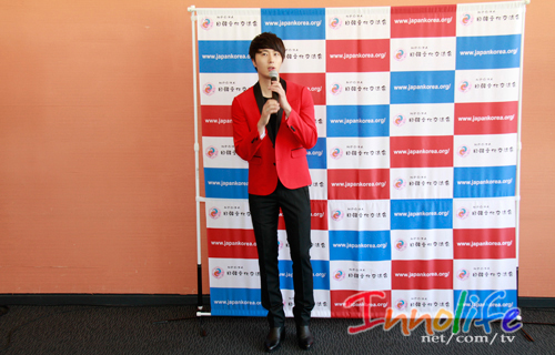 2012 4 10 Jung II-woo at Press Conference Japan00031.jpg