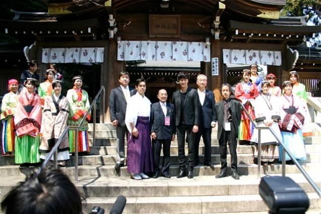 2012 4 Jung II-woo in Japan Koma Shrine Xtras00002