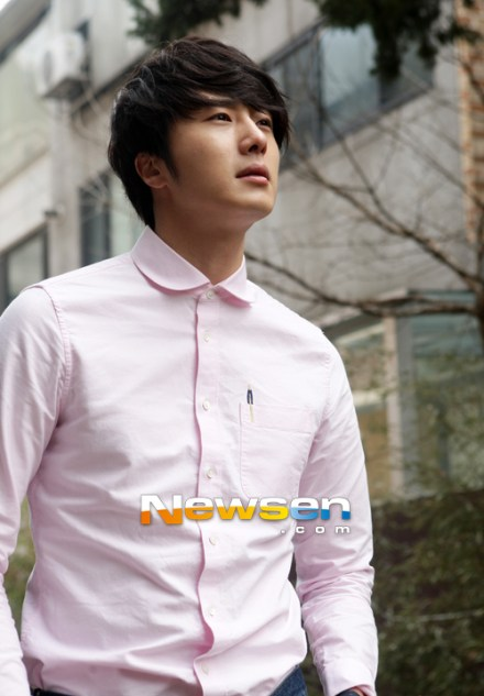 2012 Jung II-woo Cute in pink! 2012 00003