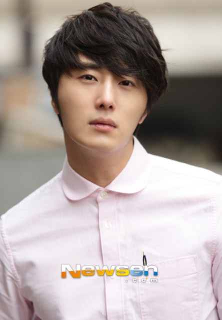 2012 Jung II-woo Cute in pink! 2012 00004