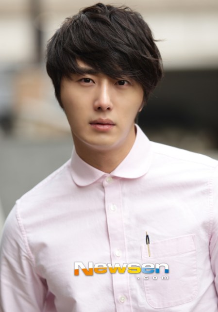 2012 Jung II-woo Cute in pink! 2012 00006