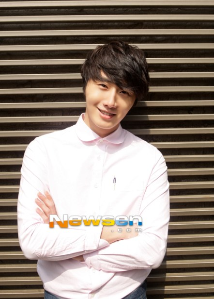 2012 Jung II-woo Cute in pink! 2012 00007