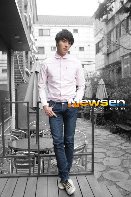 2012 Jung II-woo Cute in pink! 2012 00009