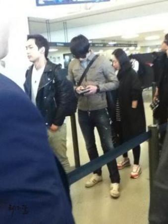 Jung II-woo arriving to NYC 2012 03 Cr. Faru2000004