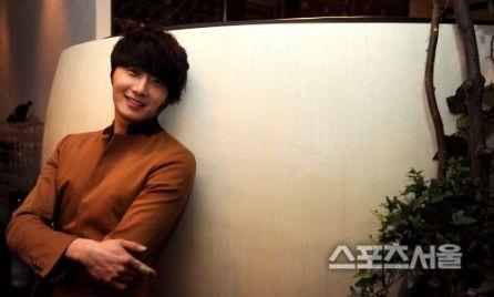 Jung II-woo in Beige Overcoat for various Interviews 2012 00002