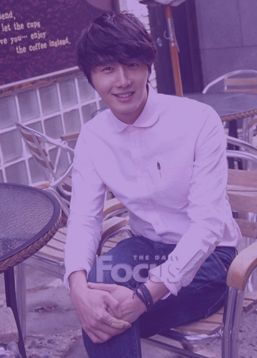 Jung II-woo in purple 3.jpg