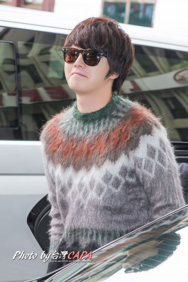 2012 10 23 Jung II-woo travels to Taiwan. Airport Arrival00005